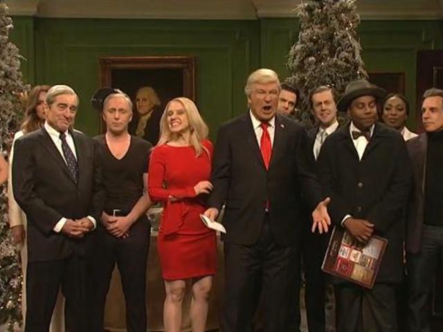 'SNL' Parodies 'It's A Wonderful Life' in Cold Open With Alec Baldwin, Matt Damon, Ben Stiller and Robert De Niro