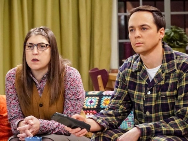 'Big Bang Theory' Star Mayim Bialik Poses With Co-Star Jim Parsons Ahead of Series Finale