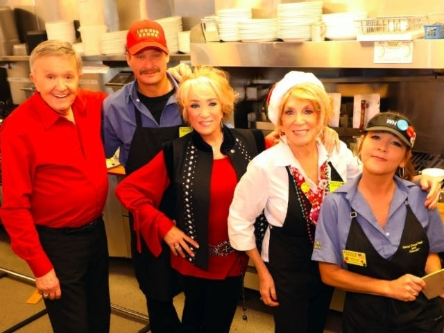Kid Rock, Gretchen Wilson Appear in Bill Anderson's 'Waffle House Christmas' Video