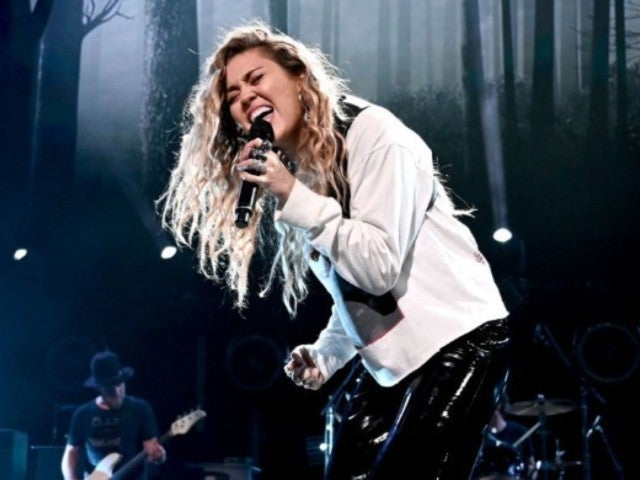 Miley Cyrus Pays Tribute to Chris Cornell During Show With Epic Performance