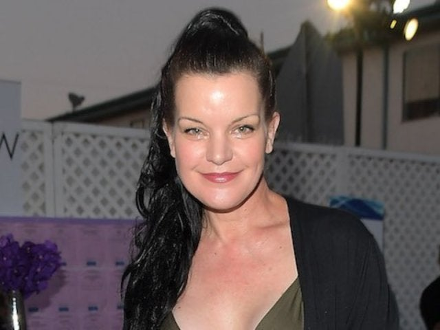 'NCIS' Alum Pauley Perrette Poses With Cousins in Rare Family Photo
