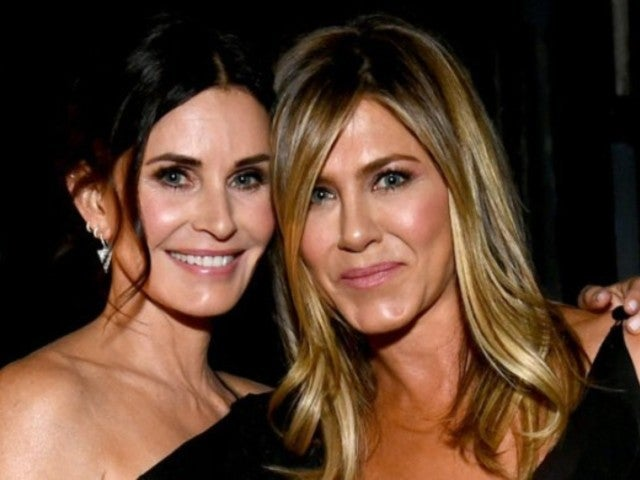 Courteney Cox Has Welcome Photo, Message for Jennifer Aniston After She Joins Instagram