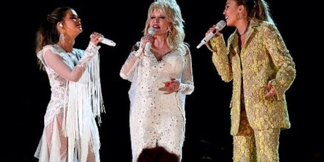Dolly Parton Grammys