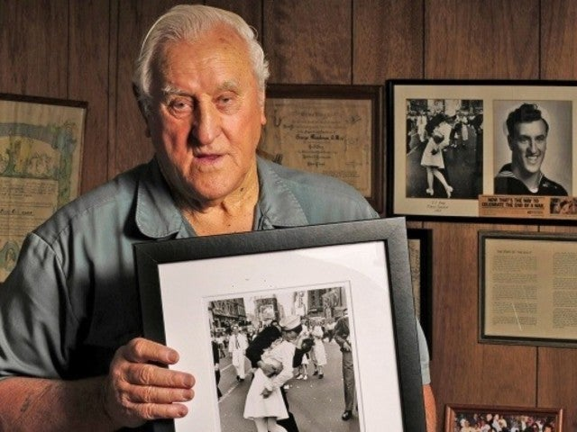 WWII Navy Sailor in Iconic V-Day Photo Dead at 95