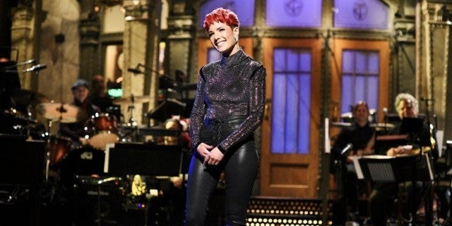 Snl Gets Risque In Skit With Halsey And Kenan Thompson