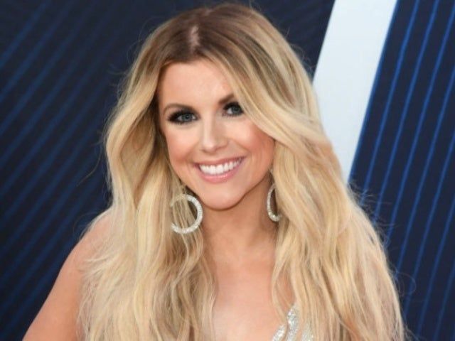 Lindsay Ell Undergoing Surgery to Remove Precancerous Cells