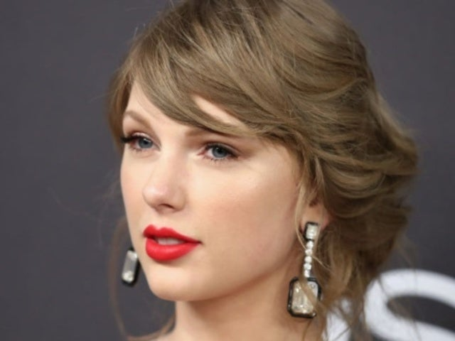 Oscars 2019: Taylor Swift Cozied up With Joe Alwyn at Oscars After-Party, Shows off Stunning Gold Dress