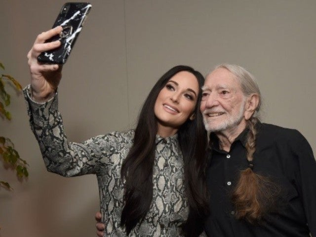 Kacey Musgraves Sends Love to Willie Nelson at 2019 Grammys Event