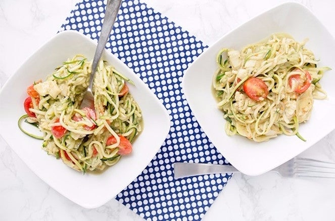 carb-cutting-zucchini-noodles-resized-4-650x430-63999