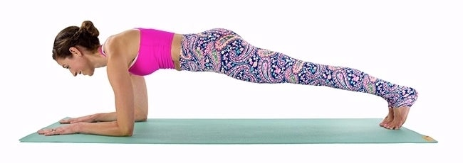 forearm-plank-with-alternating-leg-lifts-resized-1-20033597