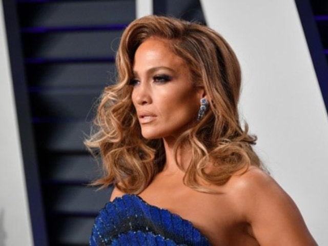 Jennifer Lopez Suffers Wardrobe Malfunction on 'Hustlers' Set