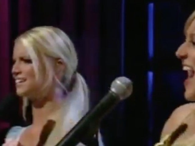Jessica Simpson: Resurfaced Clip of Singer's Duet With Jewel Mocked Online