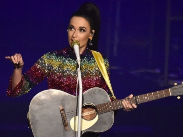 Kacey Musgraves Performs With Brooks & Dunn During Nashville Show