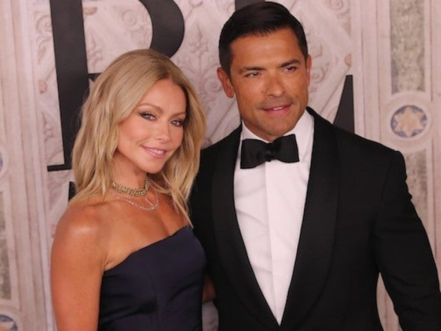 Kelly Ripa and Mark Consuelos Reveal Family's Epic Christmas Card Photo
