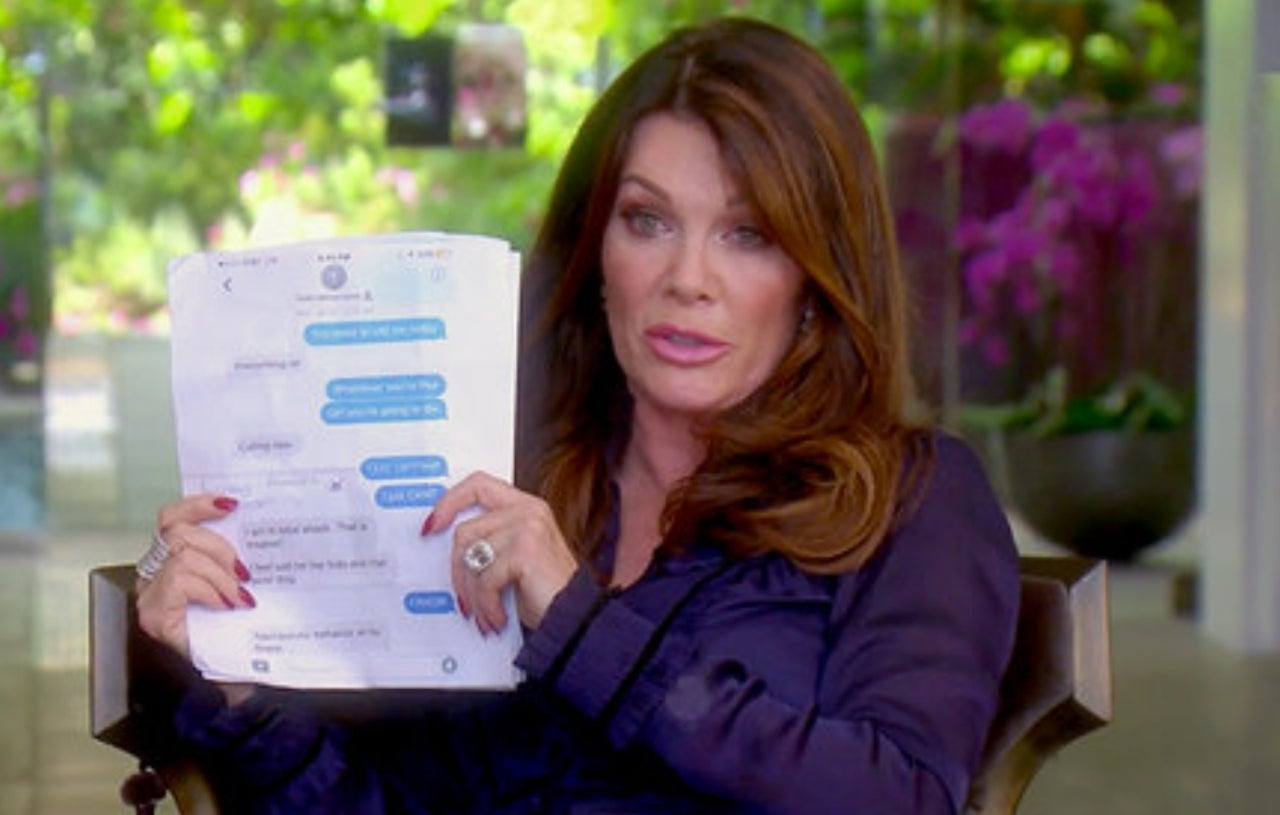 Lisa Vanderpump texts RHOBH