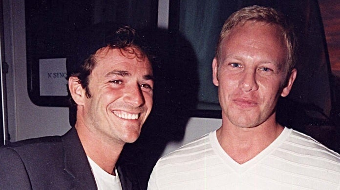luke perry ian ziering getty images