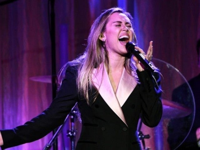 'The Voice': Miley Cyrus Gets Help From Father Billy Ray During Emotional Performance at Janice Freeman's Funeral