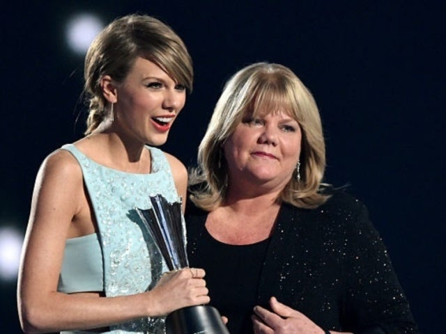 AMAs 2019: Taylor Swift's Tearful Mother Attends Awards Show While Battling Cancer