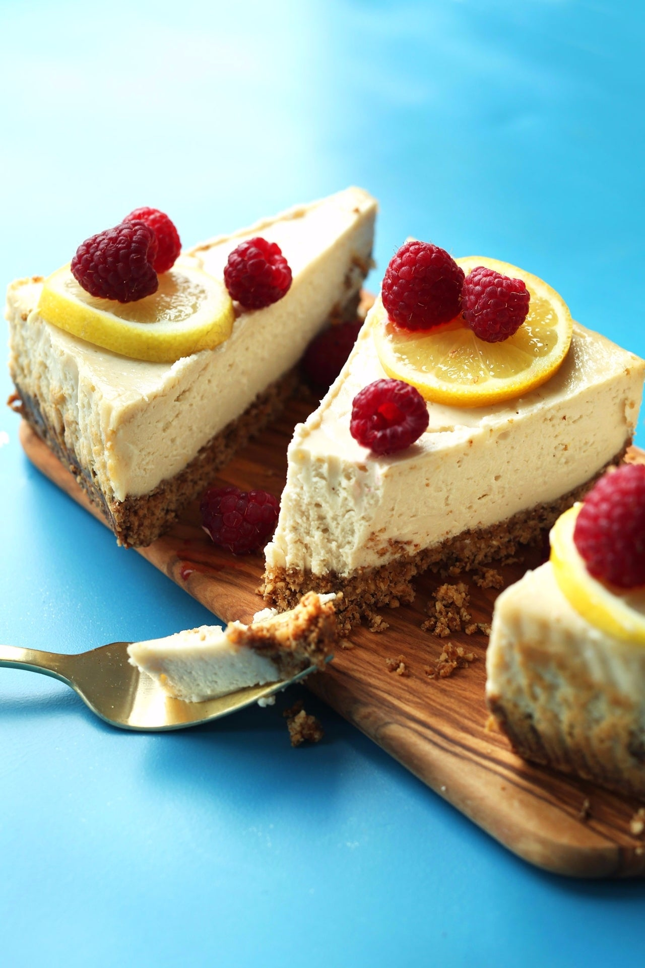 THE-BEST-BAKED-VEGAN-GLUTENFREE-Cheesecake-Made-in-entirely-in-the-blender-cheesecake-dessert-recipe