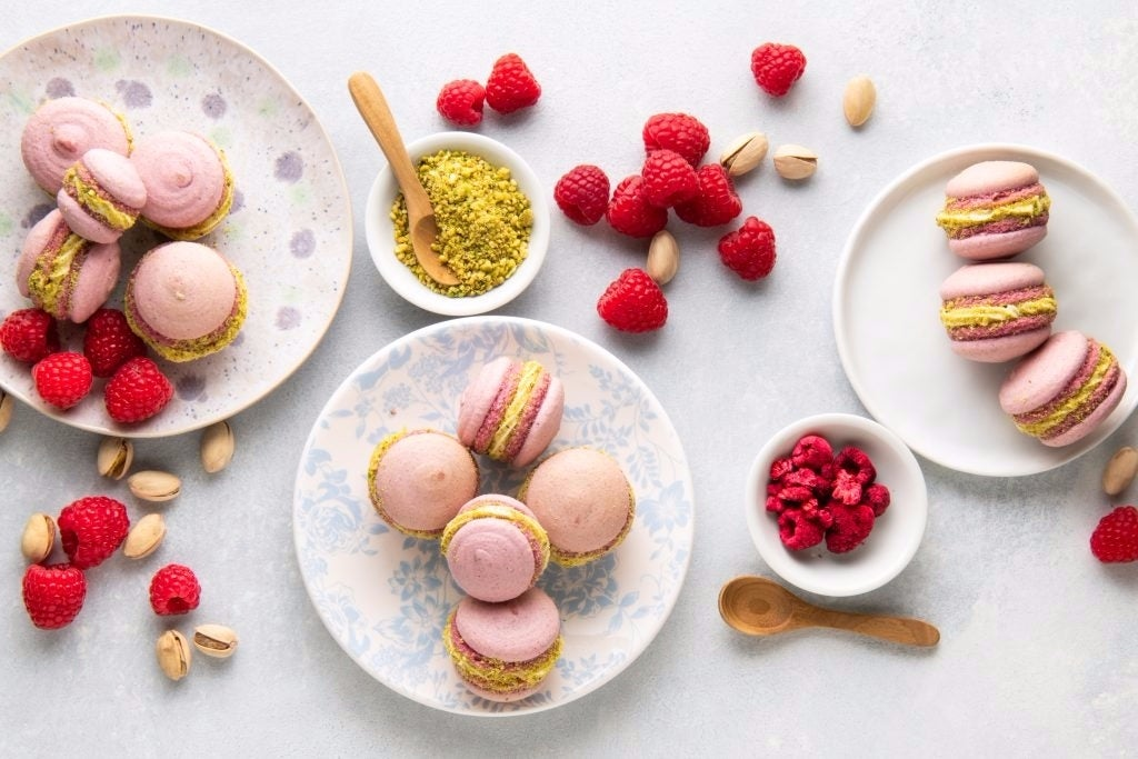 Vegan-Raspberry-Macarons-4-1024x683