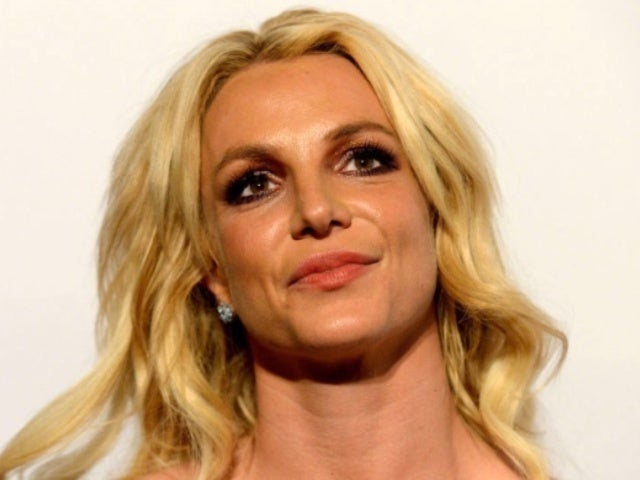 Britney Spears Fans Stage 'Free Britney' Protest Amid Mental Health Controversy