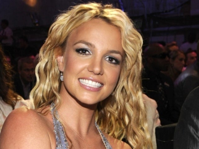 Britney Spears Fans Concerned About Her After Easter Photo Comes out
