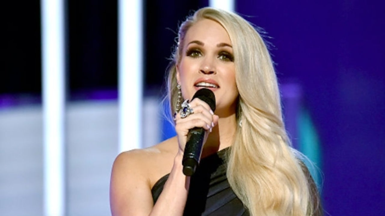 069695dc72 Carrie Underwood Poses in Stunning Photo Showing off Scenic California