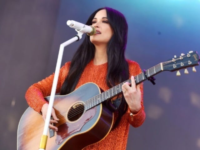 Kacey Musgraves Hilariously Fails With Coachella 'Yeehaw' Call-And-Response