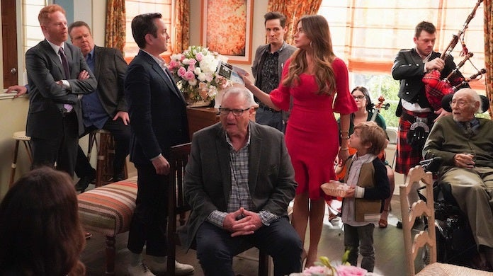modern-family-cant-elope-gloria-chaos-abc-byron-cohen
