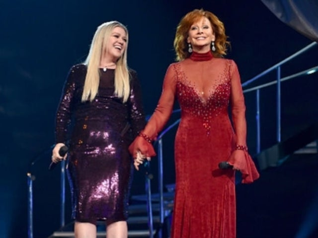 Watch Reba McEntire Duet with Kelly Clarkson on Medley of Hits