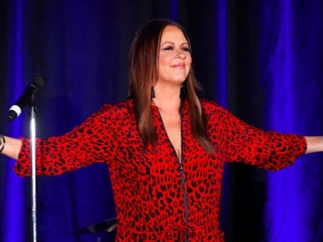 Sara Evans Celebrates Family Ties With 'Barker Family Band' Project