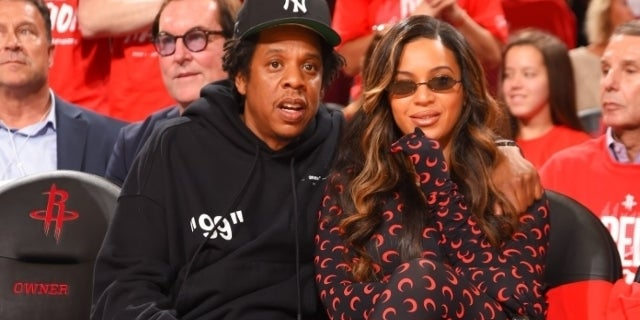 Beyonce Shows Off Dramatic New Hair Color On Date Night