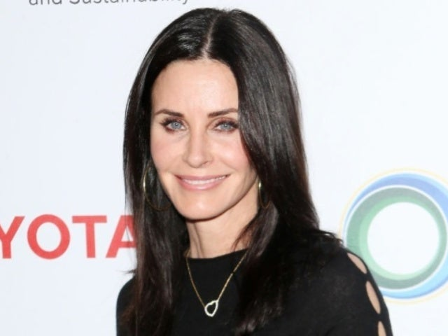 Courteney Cox Rocks 'Friends' T-Shirt Missing Half of Monica's Face