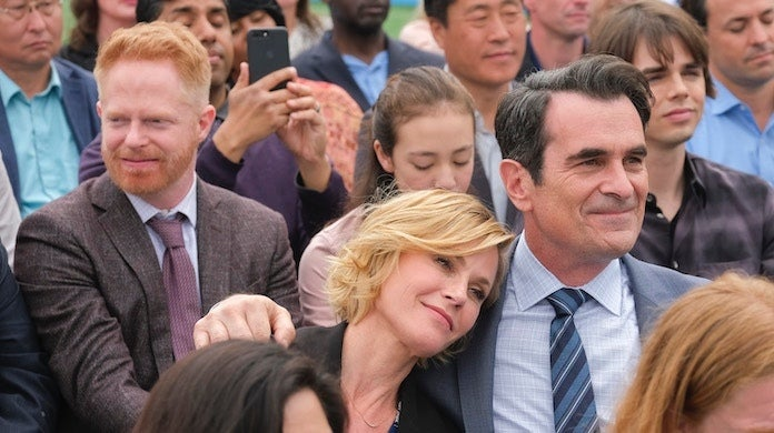 modern-family-commencement-day-abc-tony-rivetti-mitch-claire-phil-lily