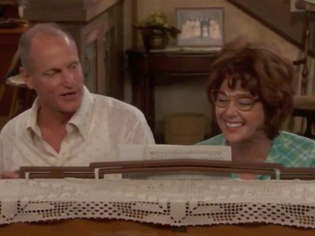 'All in the Family' Live: Marisa Tomei and Woody Harrelson Recreate Famous Intro Theme Song