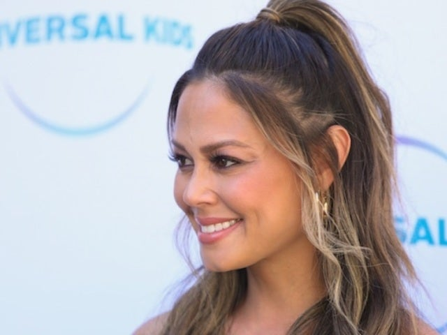 'BH90210' Casts 'DWTS' Alum Vanessa Lachey as Jason Priestley's Wife