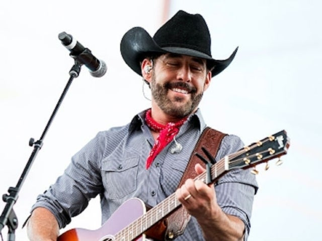 Aaron Watson on Releasing 'Red Bandana': 'These Songs Are My Heart'