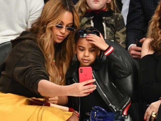 Blue Ivy Hits the Stage and Dance's to Mom Beyonce's Song