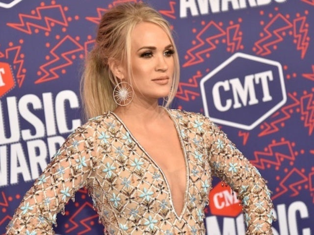 Carrie Underwood's Makeup-Free Selfie Has Social Media Weighing In