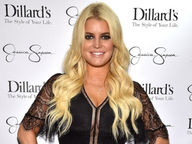 Jessica Simpson Reveals Post-Pregnancy Swollen Feet Photo, and Fans Are Weighing in