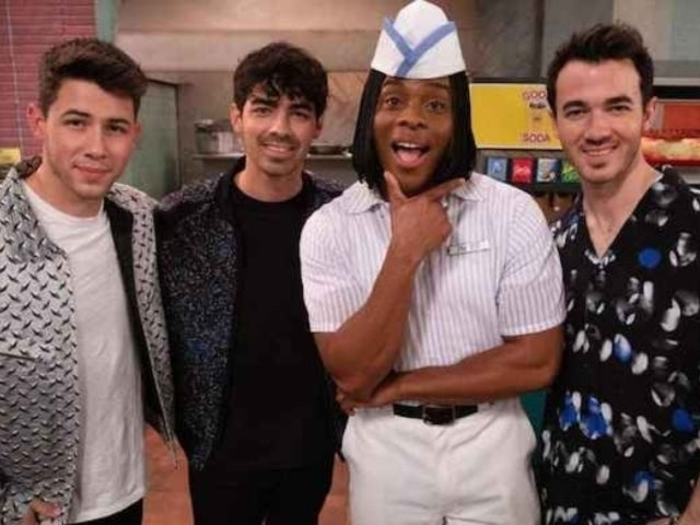 The Jonas Brothers and Kel Mitchell Sing 'Good Burger's 'We're All Dudes' Song in 'All That' Reboot Sneak Peek