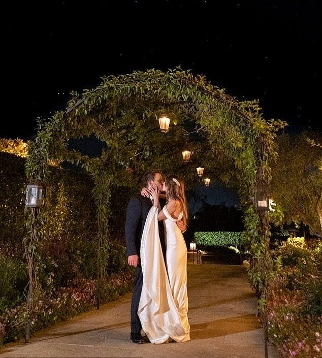 katherine-schwarzenegger-chris-pratt-wedding-reception-dress