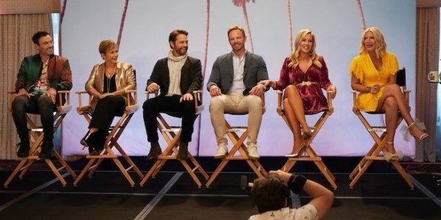 bh-90210-first-photos-fox-shane-harvey-cast-onstage