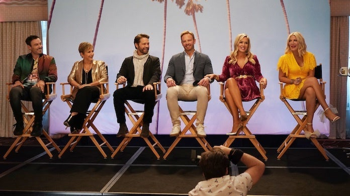 bh-90210-first-photos-fox-shane-harvey-cast-onstage