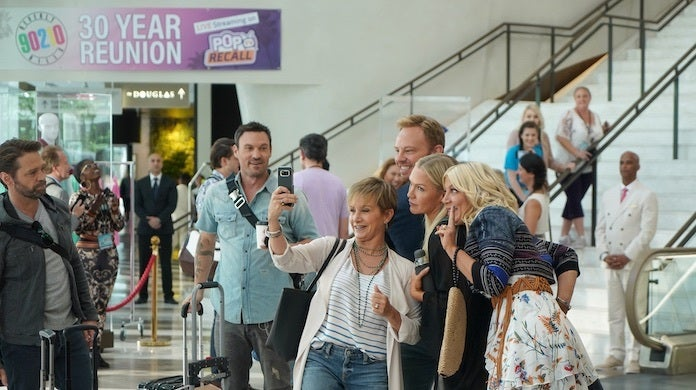 bh-90210-first-photos-fox-shane-harvey-cast-selfie