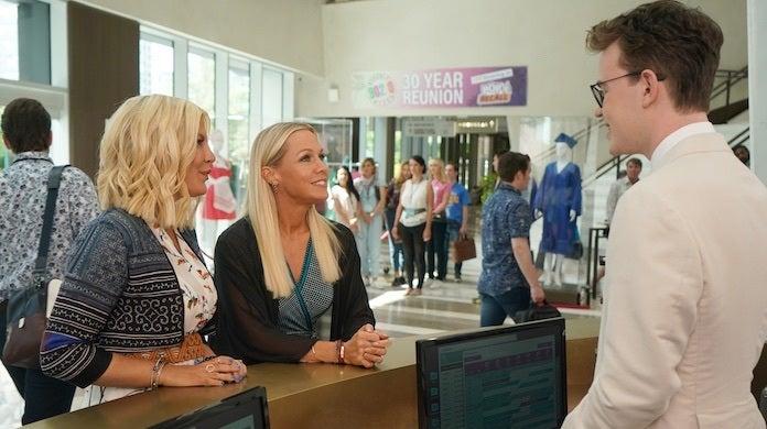 bh-90210-first-photos-fox-shane-harvey-tori-jennie-convention