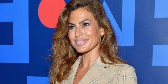 Eva Mendes Spotted on Rare Public Outing With Daughter in ...