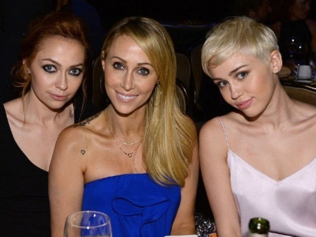 Miley Cyrus, Her Mom and Sister Have Nightmarish Close Call on Flight to Music Festival