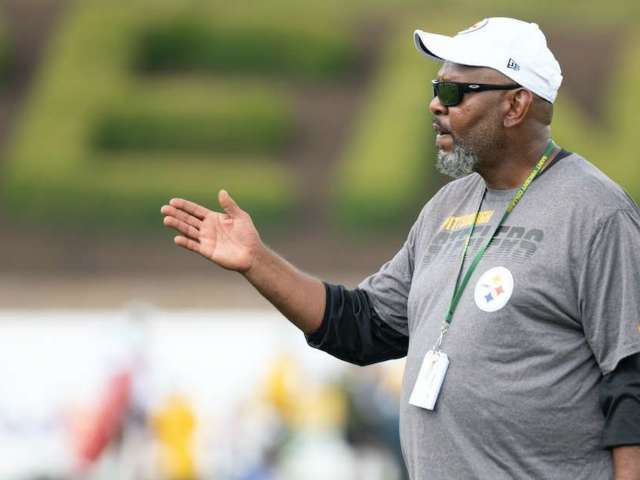 Pittsburgh Steelers Hold Moment of Silence After Loss of Coach Darryl Drake