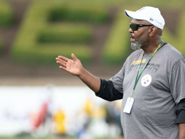 Steelers Receivers Honor Fallen Coach Darryl Drake With Custom Sweatshirts